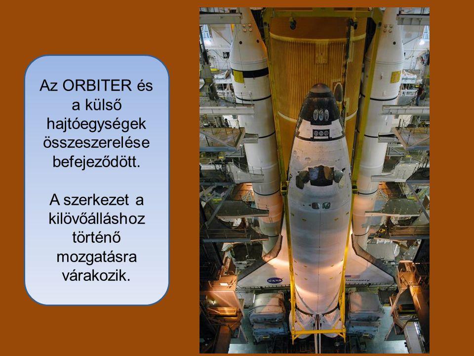 Az ORBITER és a külső hajtóegységek összeszerelése befejeződött. A szerkezet a kilövőálláshoz történő mozgatásra várakozik.