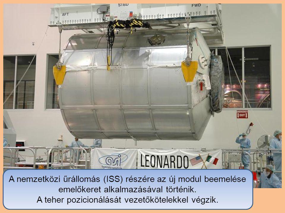 A nemzetközi űrállomás (ISS) részére az új modul beemelése emelőkeret alkalmazásával történik.