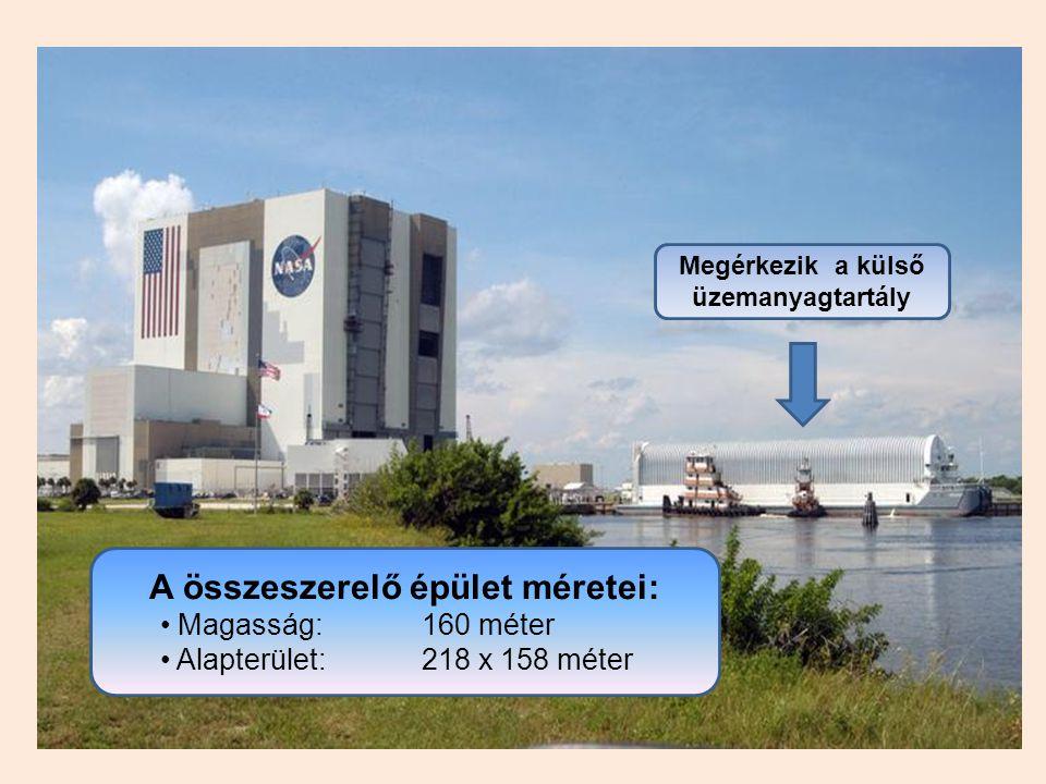 A összeszerelő épület méretei: Magasság:160 méter Alapterület: 218 x 158 méter Megérkezik a külső üzemanyagtartály