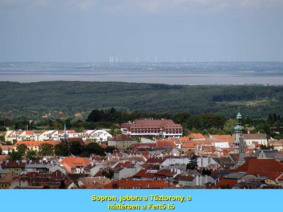Sopron, jobbra a Tűztorony, a háttérben a Fertő tó