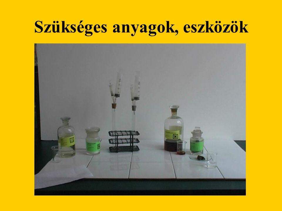 Kísérlet leírása Nátrium-szulfit és sósav reakciójával kén-dioxid gázt állítunk elő gázfejlesztő berendezéssel.