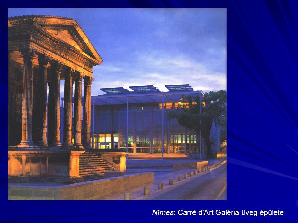 Nîmes: Carré d'Art Galéria üveg épülete