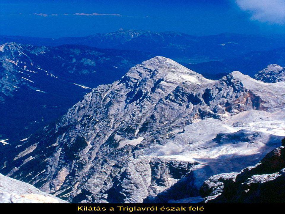 Az 1921 óta védetté nyilvánított Triglav Nemzeti Park a legmagasabb csúcsáról, a 2864 méter magas Triglavról kapta nevét, amely egyben a Szlovénia nemzeti szimbóluma.