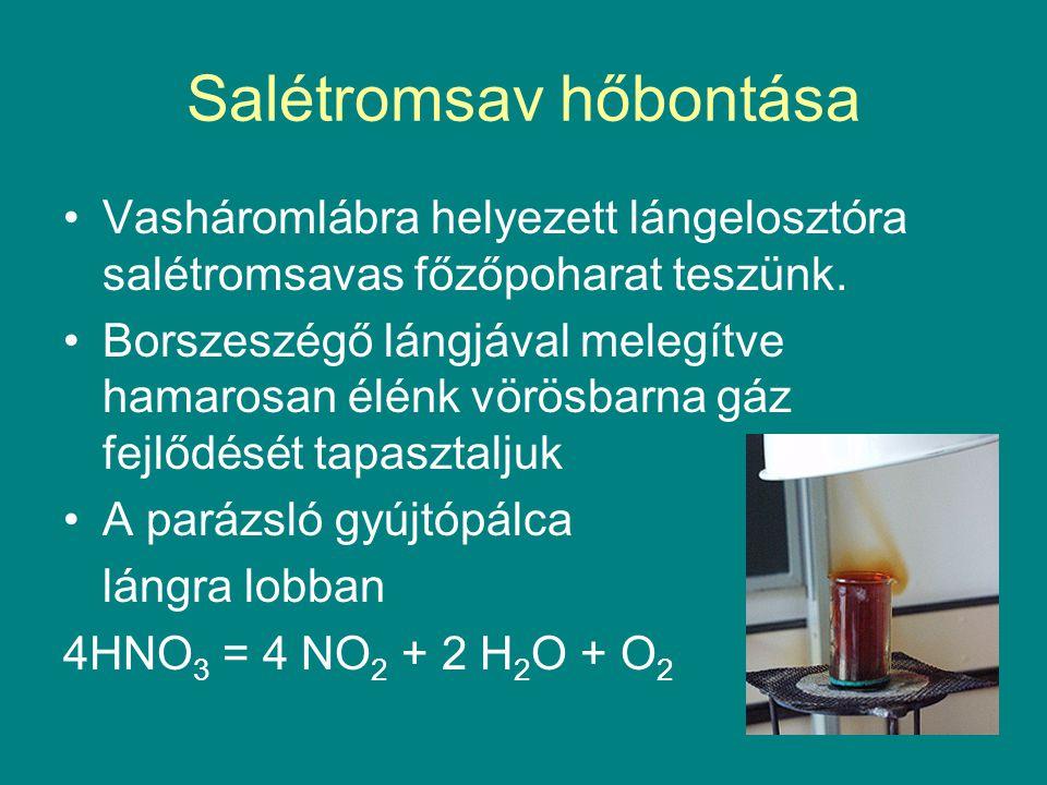 Salétromsav hőbontása Vasháromlábra helyezett lángelosztóra salétromsavas főzőpoharat teszünk. Borszeszégő lángjával melegítve hamarosan élénk vörösba