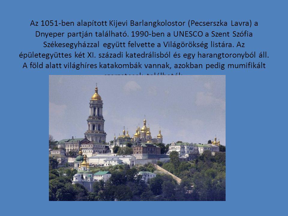 Az 1051-ben alapított Kijevi Barlangkolostor (Pecserszka Lavra) a Dnyeper partján található. 1990-ben a UNESCO a Szent Szófia Székesegyházzal együtt f