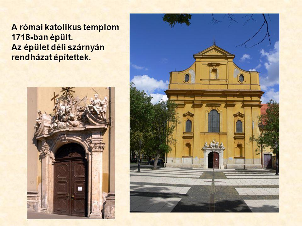 A római katolikus templom 1718-ban épült. Az épület déli szárnyán rendházat építettek.