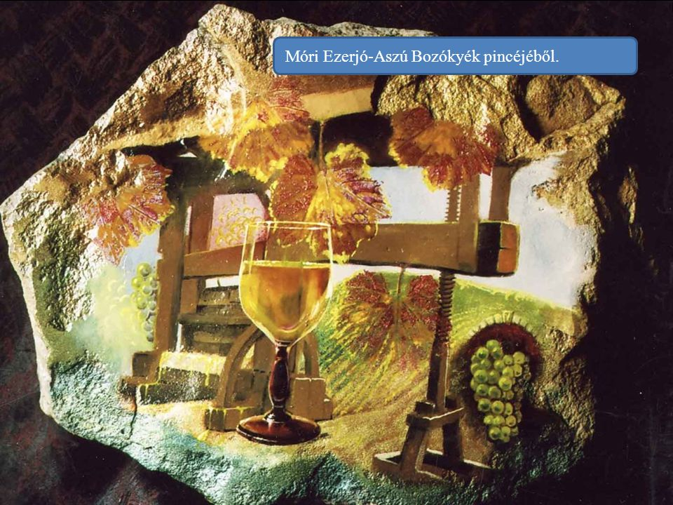 Csopaki Olaszrizling a Linczy-Pince teraszáról. Aki kitalálja, hogy melyik a legkésőbbi szüretelésű Linczy-bor – mely vetekszik a tokaji aszúval is –