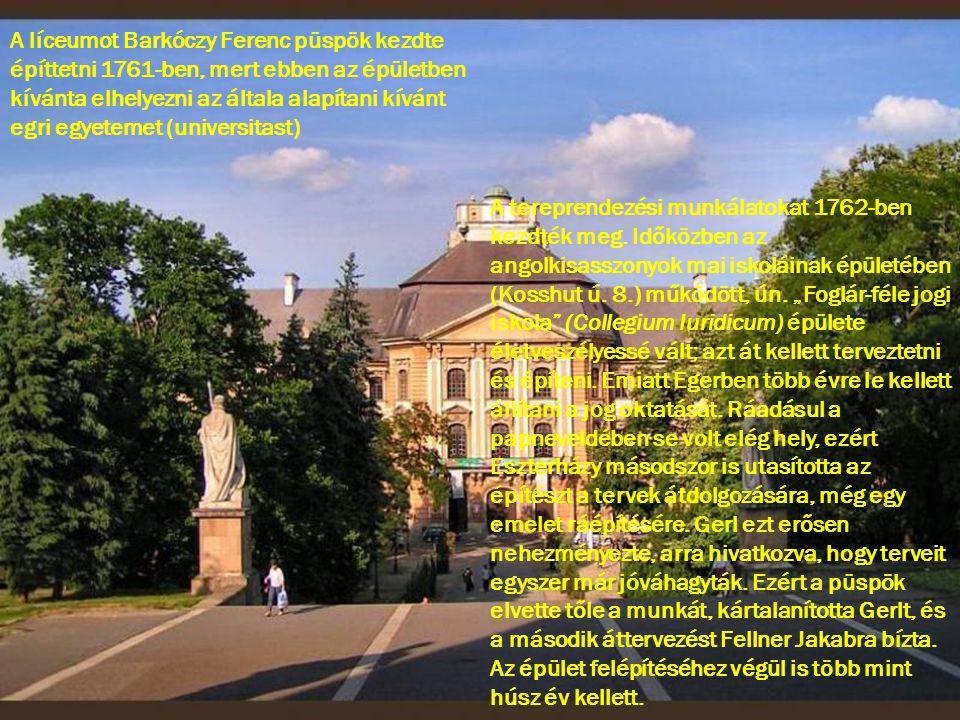 A líceumot Barkóczy Ferenc püspök kezdte építtetni 1761-ben, mert ebben az épületben kívánta elhelyezni az általa alapítani kívánt egri egyetemet (uni