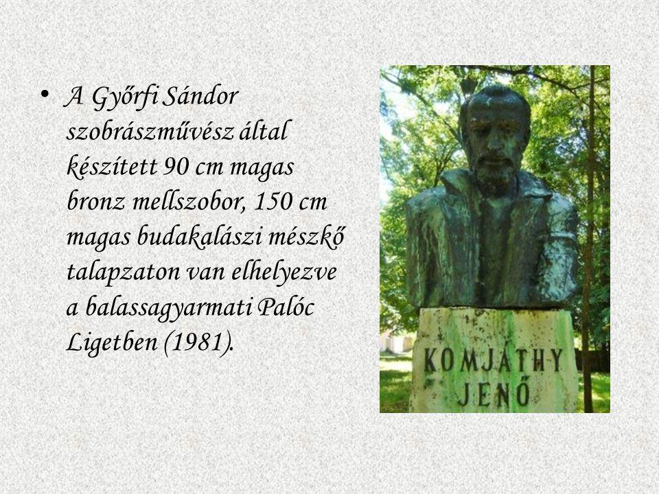 A Győrfi Sándor szobrászművész által készített 90 cm magas bronz mellszobor, 150 cm magas budakalászi mészkő talapzaton van elhelyezve a balassagyarma