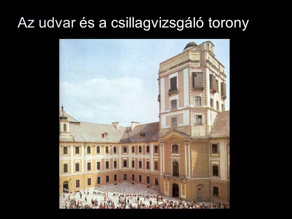 Az udvar és a csillagvizsgáló torony
