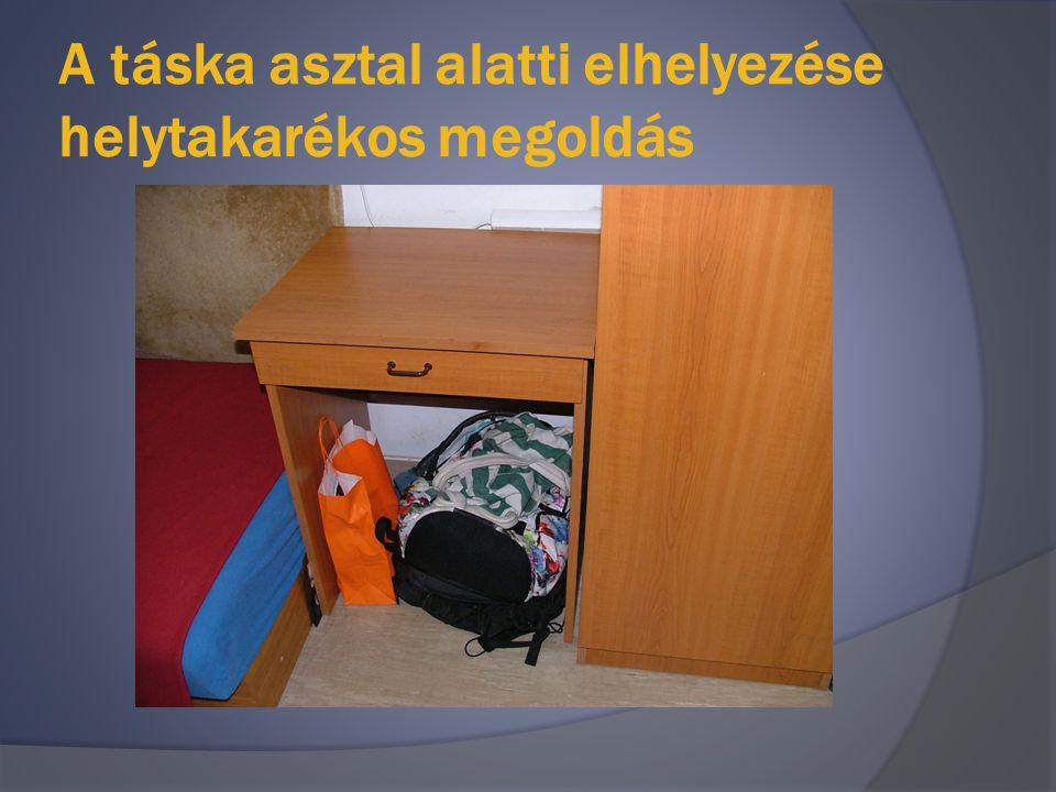 A táska asztal alatti elhelyezése helytakarékos megoldás