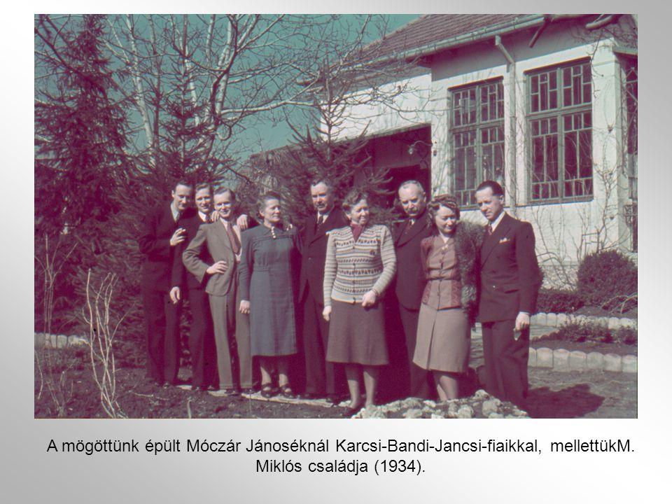 A mögöttünk épült Móczár Jánoséknál Karcsi-Bandi-Jancsi-fiaikkal, mellettükM. Miklós családja (1934).