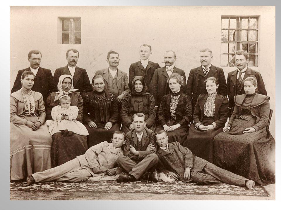 MAMÁKA 32 unokájával, ölében Pönci (Vargáné, M.Erzsébet sz.1914) és M.