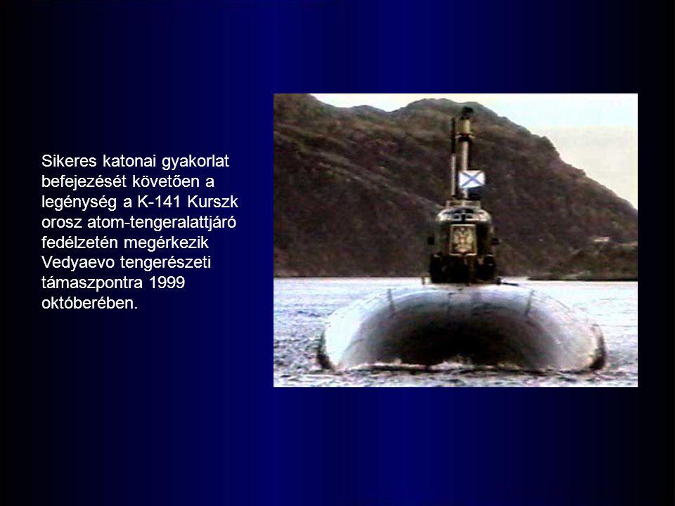 Sikeres katonai gyakorlat befejezését követően a legénység a K-141 Kurszk orosz atom-tengeralattjáró fedélzetén megérkezik Vedyaevo tengerészeti támaszpontra 1999 októberében.