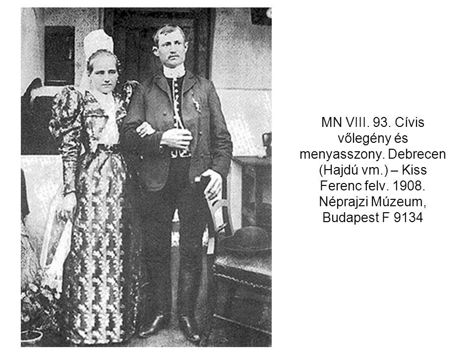 MN VIII. 93. Cívis vőlegény és menyasszony. Debrecen (Hajdú vm.) – Kiss Ferenc felv. 1908. Néprajzi Múzeum, Budapest F 9134
