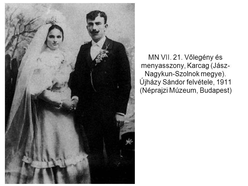 MN VII. 21. Vőlegény és menyasszony, Karcag (Jász- Nagykun-Szolnok megye). Újházy Sándor felvétele, 1911 (Néprajzi Múzeum, Budapest)