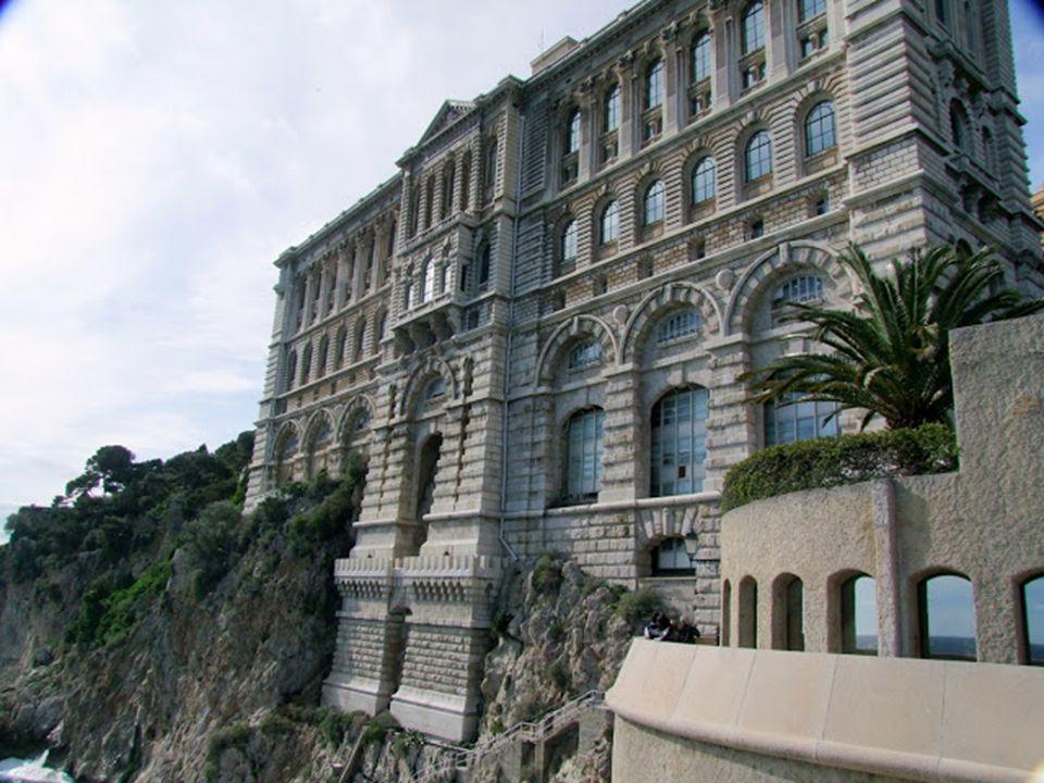 Monaco fehér szikláira épült palotáival és a kéklő tenger látványával nem lehet betelni.