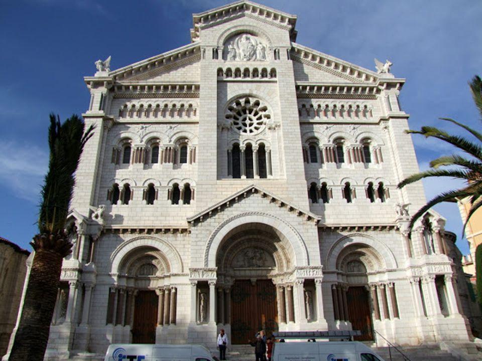 A palotától nem messze fekszik a St. Nicholas székesegyház, ami 1875-ben épült neoromán stílusban.