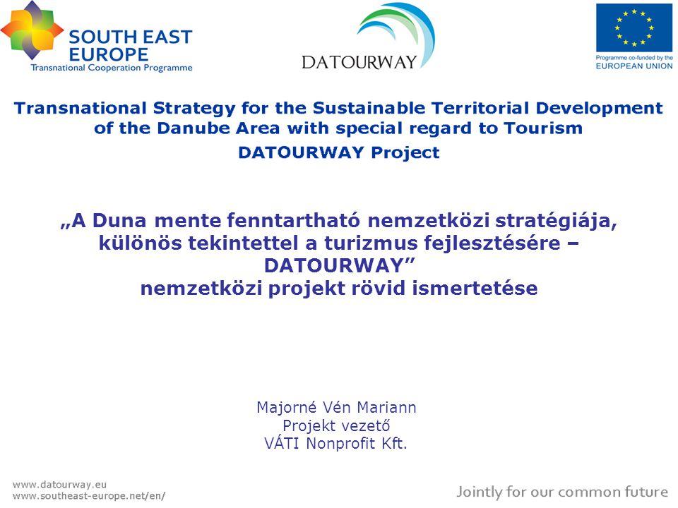 """""""A Duna mente fenntartható nemzetközi stratégiája, különös tekintettel a turizmus fejlesztésére – DATOURWAY nemzetközi projekt rövid ismertetése Majorné Vén Mariann Projekt vezető VÁTI Nonprofit Kft."""
