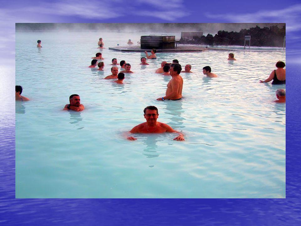 A hasadék A hasadék Blue Lagoon: (Kék lagúna) Blue Lagoon: (Kék lagúna) A Keflavik-i nemzetközi repülőteret elhagyva rövidesen lávamezőkön keresztül v