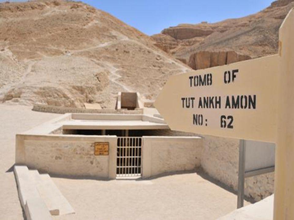 Tutanhamon mumifikált teste 3000 éven át háborítatlanul pihent az egyiptomi Királyok völgyében, körülvéve kincseivel, amelyeket vele együtt temettek el.