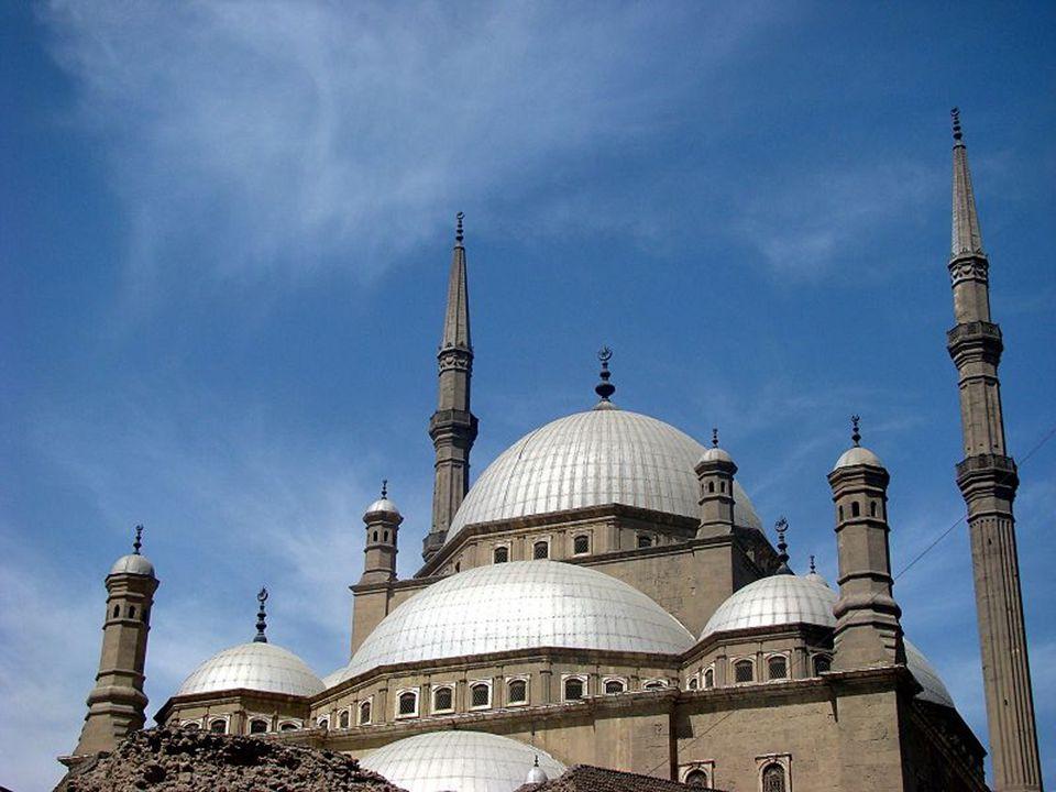 Muhammad Ali a mecset építésekor az Oszmán Birodalom fővárosának épületeit utánozta. Az épület vonalai, arányai a török mecsetek mintáját követik: a n