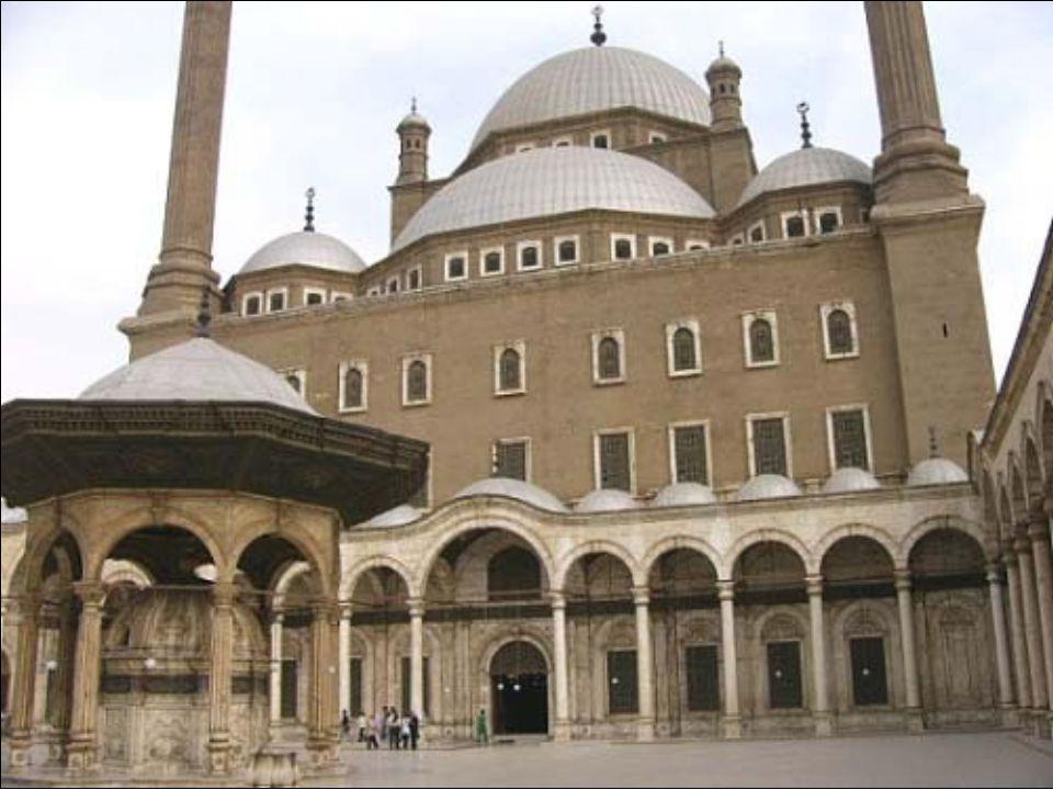 A mecsetbe csak cipő nélkül lehet bemenni.