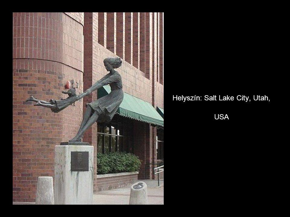 Los Angeles Egy élethű szobor az Ernst & Young épülete el Ő tt.. Helyszín: Los Angeles.