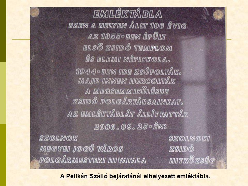 A Pelikán Szálló bejáratánál elhelyezett emléktábla.