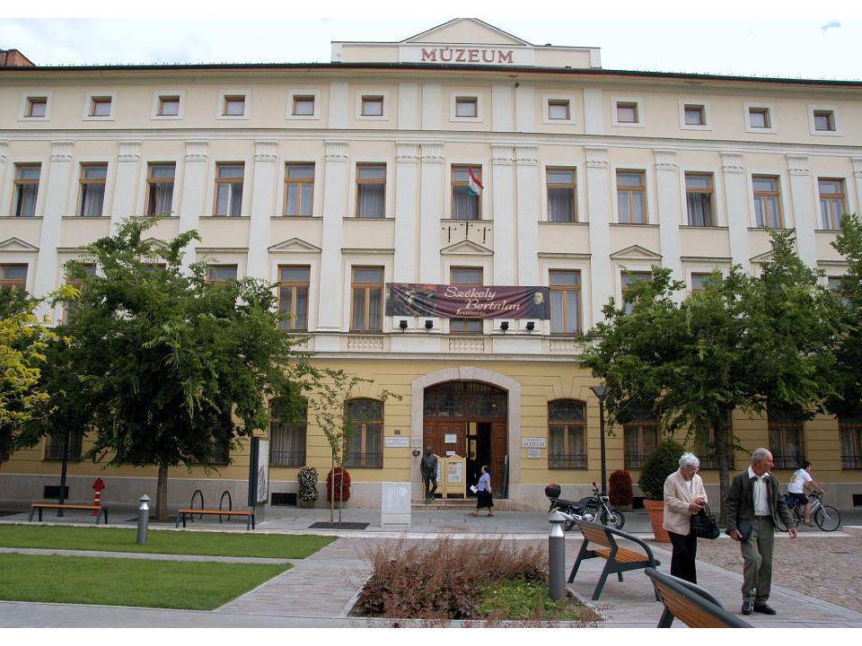 A múzeum a végleges helyén 1952-ben költözhetett a gyűjtemény mai helyére, az egykori Magyar Király szálloda épületébe.