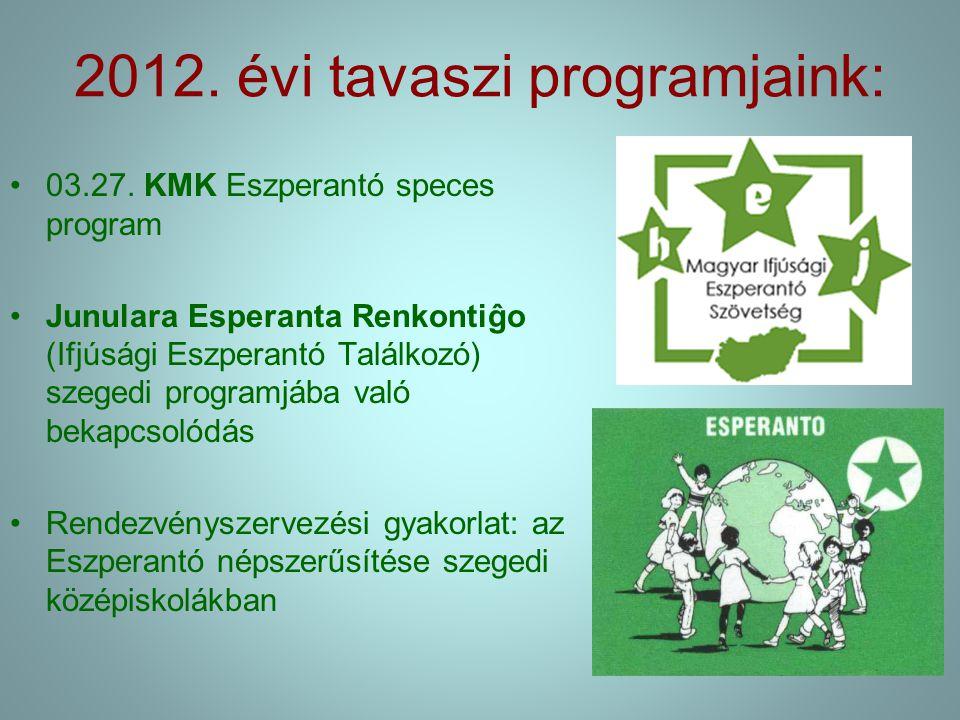 """Pataki Zsófi Bialystokban, az Esperanto Societo -ban http://vojagxantino.blogspot.com """" A leendő eszpeseknek azt üzenem, hogy előttem nagyon sok lehetőséget nyitott meg az eszperantó, és nem gondoltam volna, hogy ennyi idő alatt ennyi jó emberrel köthetek barátságot a világ minden országából."""