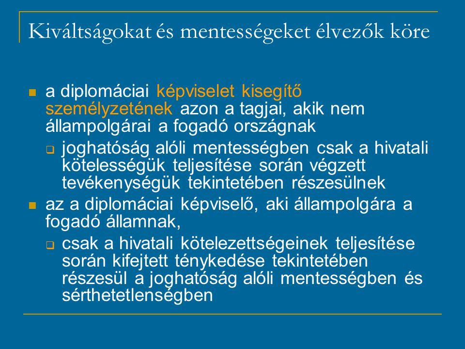Kiváltságokat és mentességeket élvezők köre a diplomáciai képviselet kisegítő személyzetének azon a tagjai, akik nem állampolgárai a fogadó országnak  joghatóság alóli mentességben csak a hivatali kötelességük teljesítése során végzett tevékenységük tekintetében részesülnek az a diplomáciai képviselő, aki állampolgára a fogadó államnak,  csak a hivatali kötelezettségeinek teljesítése során kifejtett ténykedése tekintetében részesül a joghatóság alóli mentességben és sérthetetlenségben