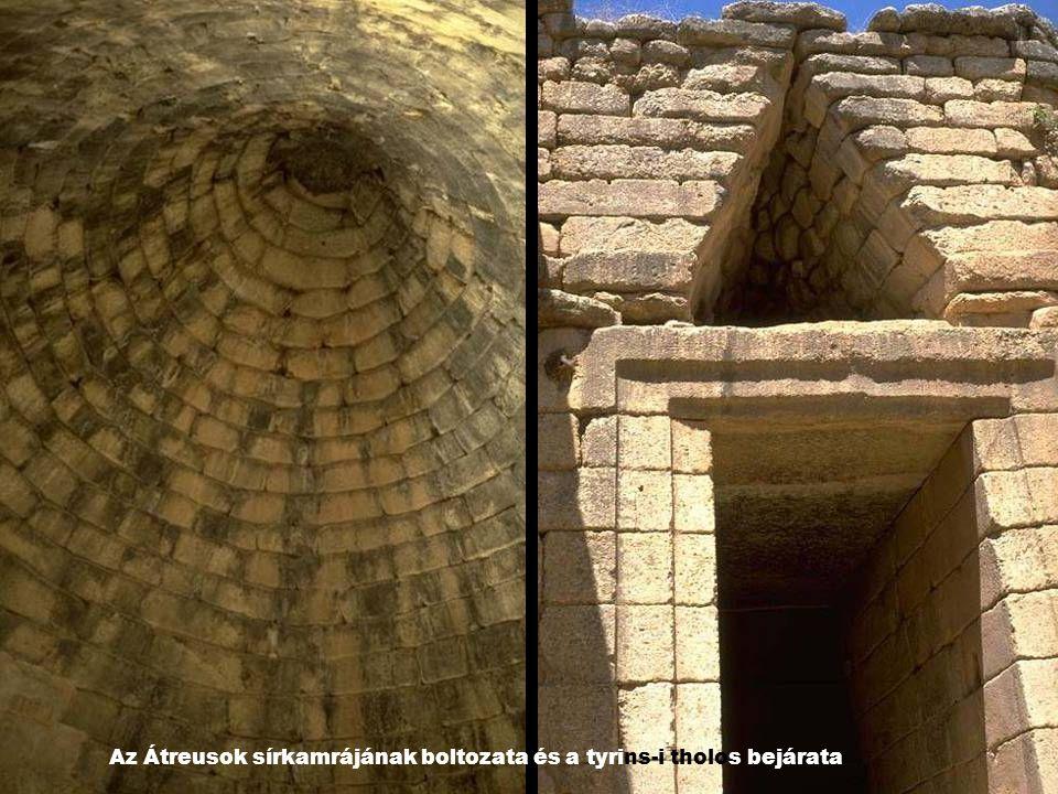Az Átreusok sírkamrájának boltozata és a tyrins-i tholos bejárata
