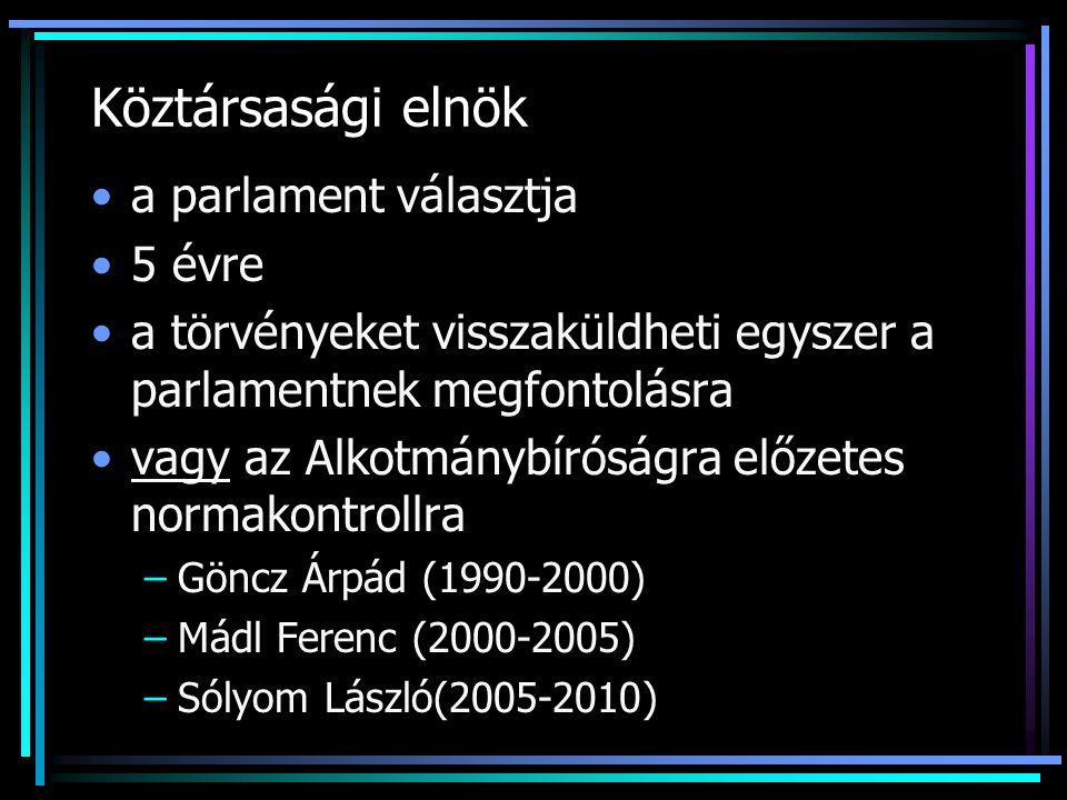 Köztársasági elnök a parlament választja 5 évre a törvényeket visszaküldheti egyszer a parlamentnek megfontolásra vagy az Alkotmánybíróságra előzetes