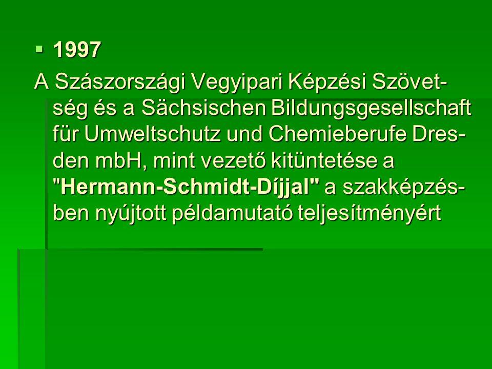  1997 A Szászországi Vegyipari Képzési Szövet- ség és a Sächsischen Bildungsgesellschaft für Umweltschutz und Chemieberufe Dres- den mbH, mint vezető kitüntetése a Hermann-Schmidt-Díjjal a szakképzés- ben nyújtott példamutató teljesítményért