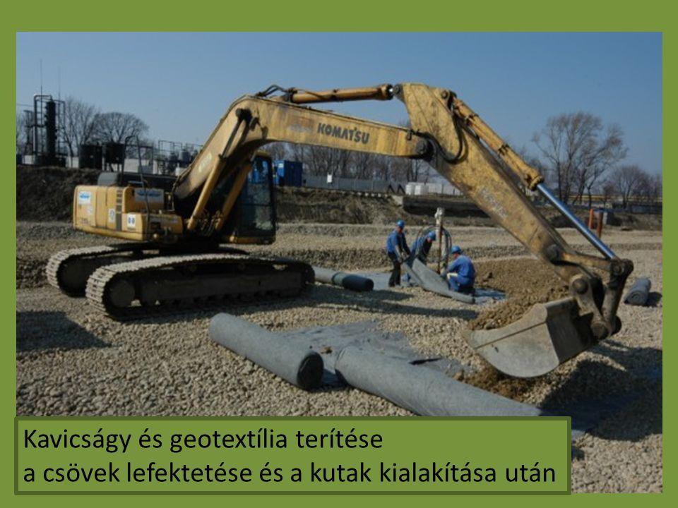 Kavicságy és geotextília terítése a csövek lefektetése és a kutak kialakítása után