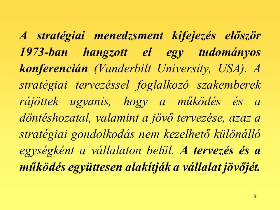 8 A stratégiai menedzsment kifejezés először 1973-ban hangzott el egy tudományos konferencián (Vanderbilt University, USA). A stratégiai tervezéssel f