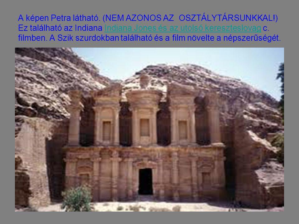 A képen Petra látható. (NEM AZONOS AZ OSZTÁLYTÁRSUNKKAL!) Ez található az Indiana Indiana Jones és az utolsó kereszteslovag c. filmben. A Szik szurdok