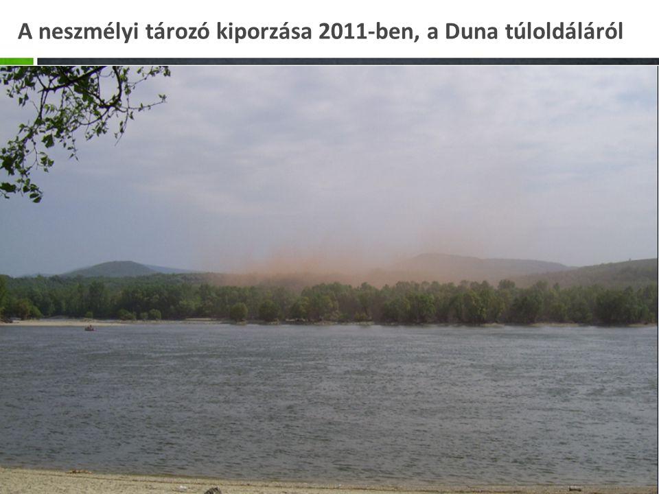 A neszmélyi tározó kiporzása 2011-ben, a Duna túloldáláról