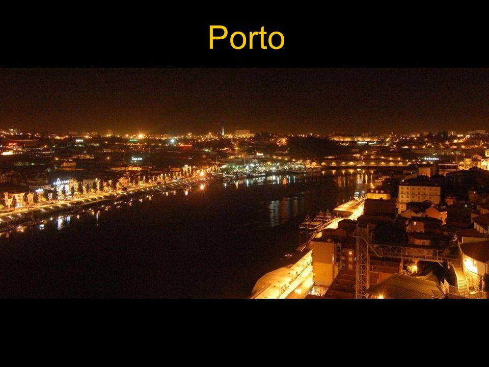 """A """"Portói A Douro völgyében megtermelt bort gályákon úsztatták le a folyó torkolatáig, majd Vila Nova de Gaia pincéiben érlelték."""