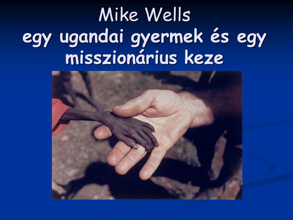Mike Wells egy ugandai gyermek és egy misszionárius keze