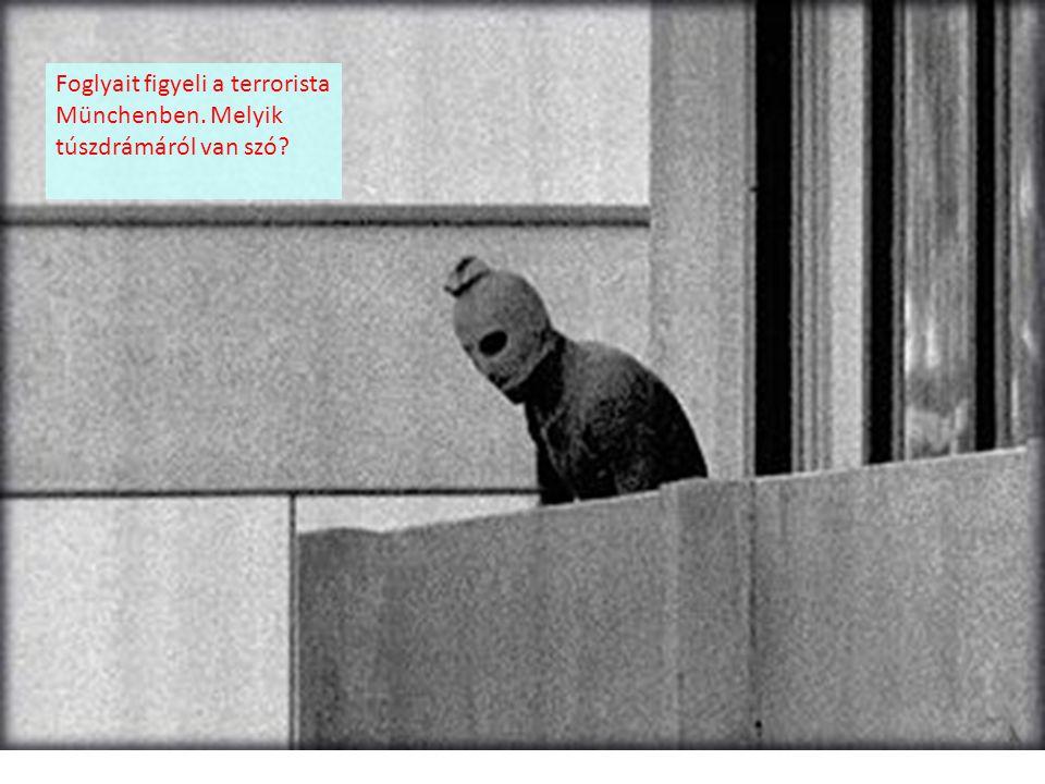 Foglyait figyeli a terrorista Münchenben. Melyik túszdrámáról van szó?