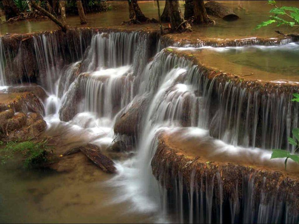 S mint a táj, ha eláll a zápor, Ragyogjon föl a Föld orcája A béke tiszta sugarától!