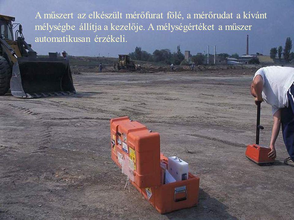 Abszorpciós mérés előkészítése a műszer tartozékaival: mérőfurat készül.