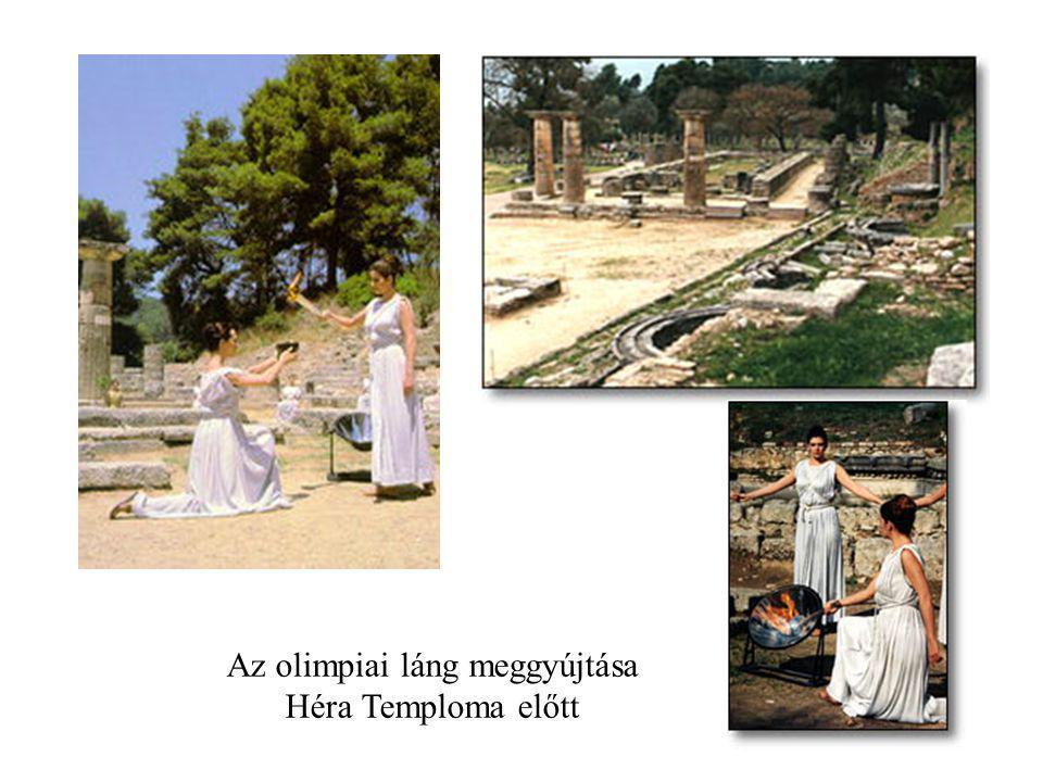 Az olimpiai láng meggyújtása Héra Temploma előtt