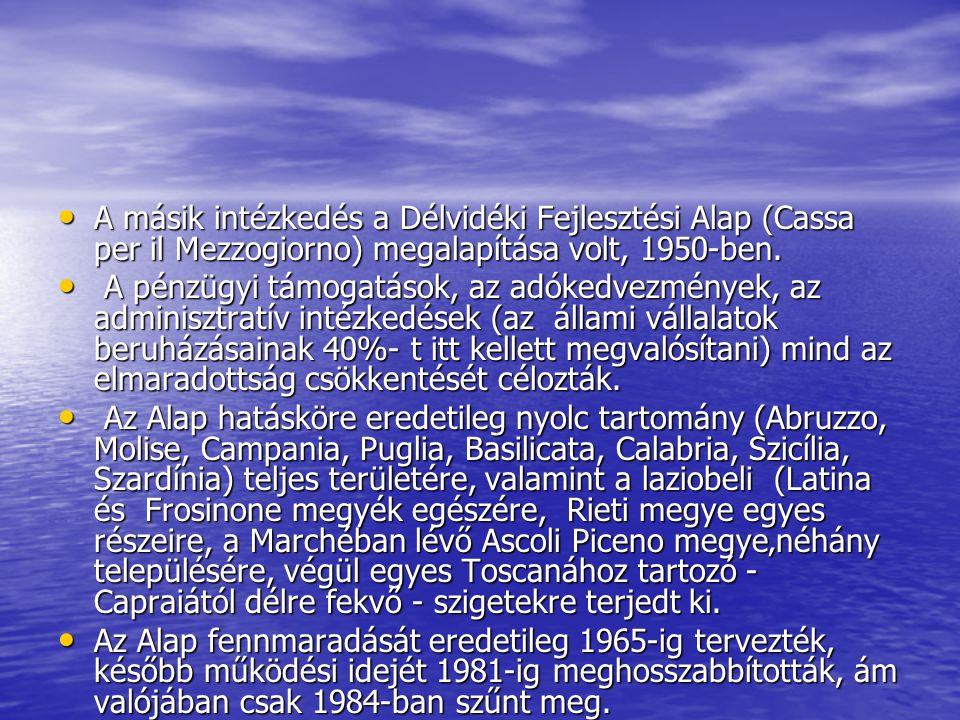 MutatóÉvÉszak- és Közép- Olaszország Dél-Olaszország Egy főre eső villamosenergia fogyasztás (kwh)19509830 Egy főre eső cukor-fogyasztás (kg)1949124 Ezer főre jutó gépkocsik száma (db)1949206 Ezer főre jutó telefonok száma (Db)1949245 A mezőgazdaságban foglalkoztatottak aránya (%)19513555 Öntözött földterület aránya (%)1949112 Az évi műtrágya felhasználás (kg/ha)19527232 A természetes szaporodás alakulása (ezrelék)1947-49717 Az írástudatlanság aránya (%)1951624 Szegénynek minősített családok aránya (%)1951427 1 km²-re jutó úthálózat hossza (km)19500,8250,354