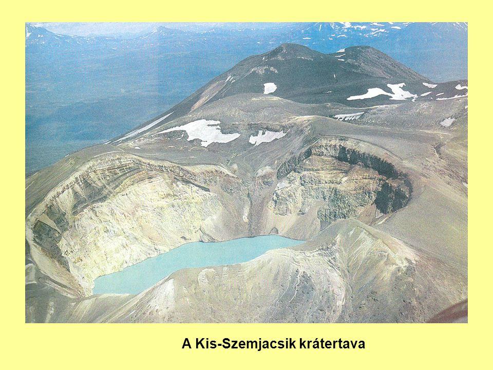 A Kis-Szemjacsik krátertava