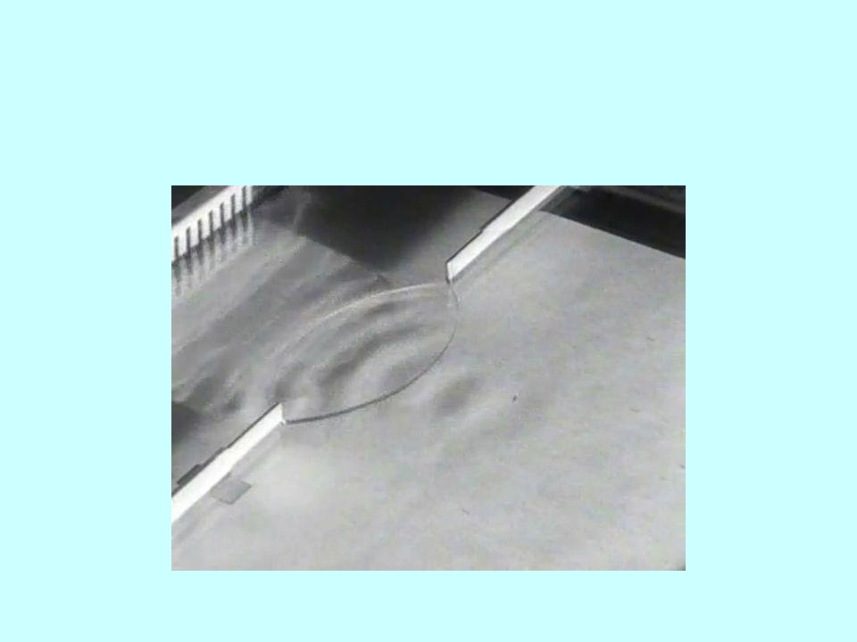 A viszkozitás Newton-féle súrlódási törvény: egymáson elcsúszó folyadékrétegek között Stokes-féle ellenállási törvény: r sugarú golyóra ható erő