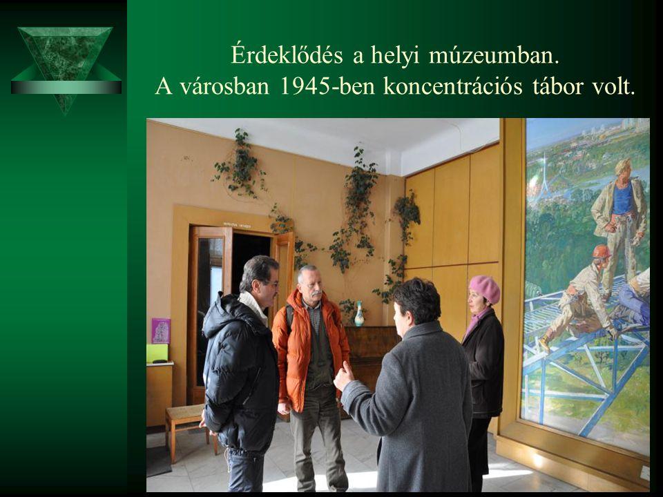 Érdeklődés a helyi múzeumban. A városban 1945-ben koncentrációs tábor volt.