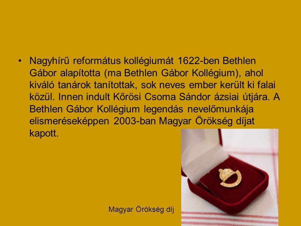 Nagyhírű református kollégiumát 1622-ben Bethlen Gábor alapította (ma Bethlen Gábor Kollégium), ahol kiváló tanárok tanítottak, sok neves ember került
